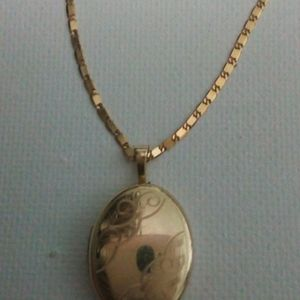 14k solid gold necklace with locket pendant